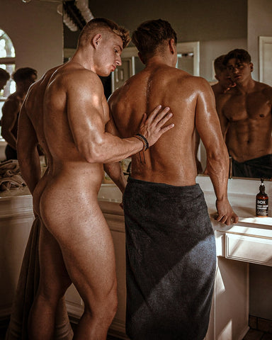 paul cassidy and carlos effort in beige and navy towels