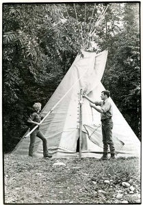 BUILDING THE FIRST TEEPEE 1971