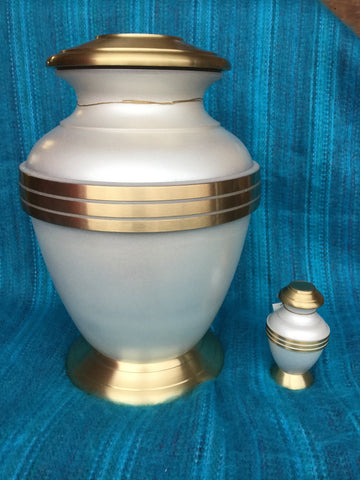 """Pearly White & Gold"" Urn"