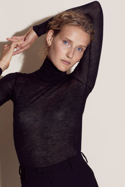 LUCIE TURTLENECK / BLACK