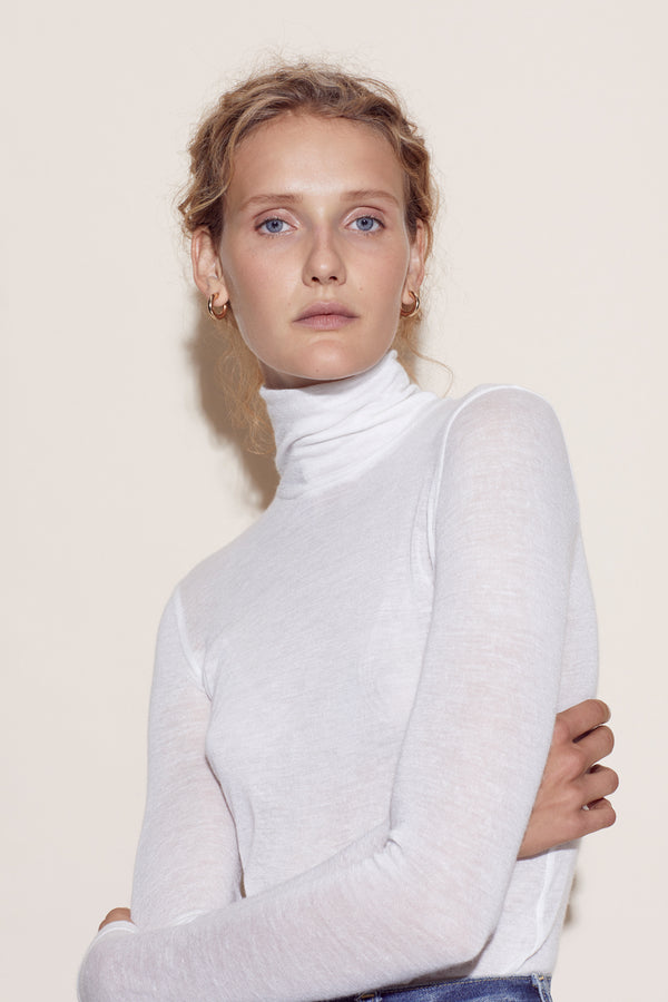 LUCIE TURTLENECK / CREME