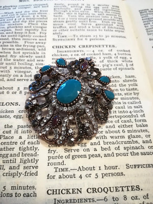 Vintage style brooch turquoise, silver and black stone