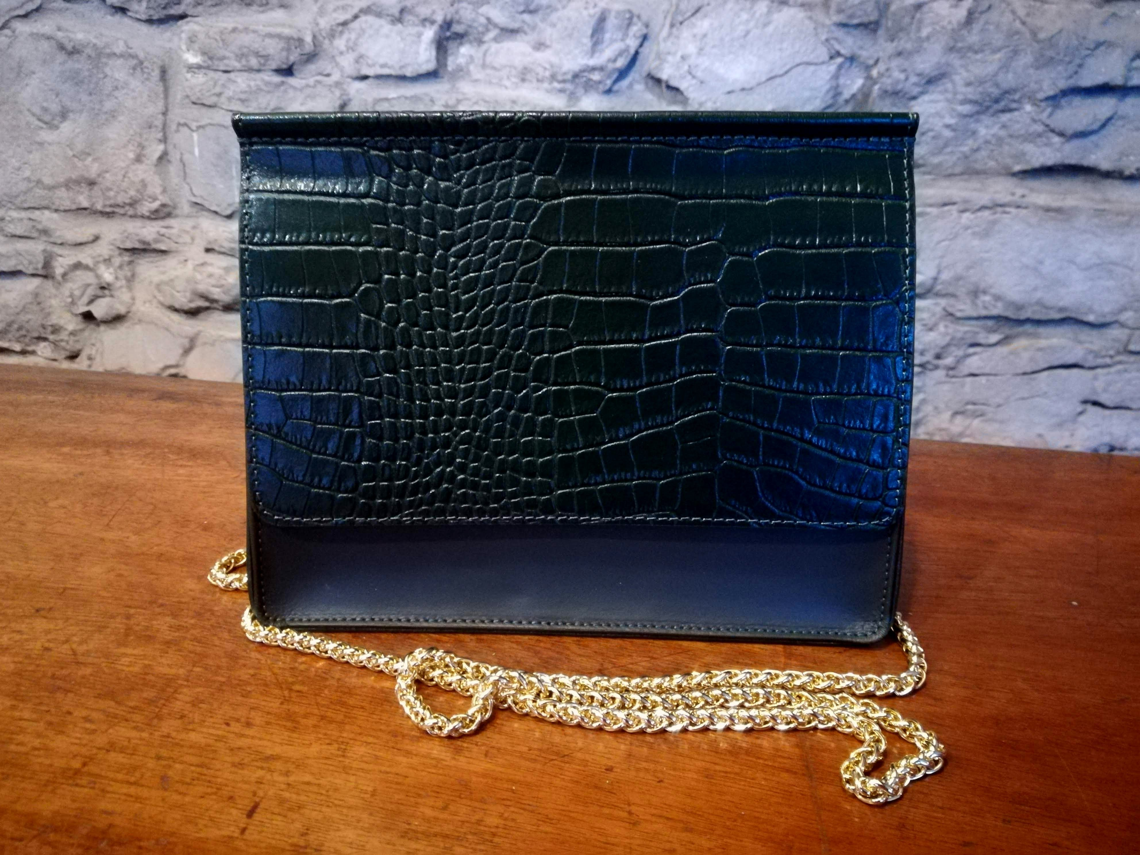 Aine Leather clutch bag green