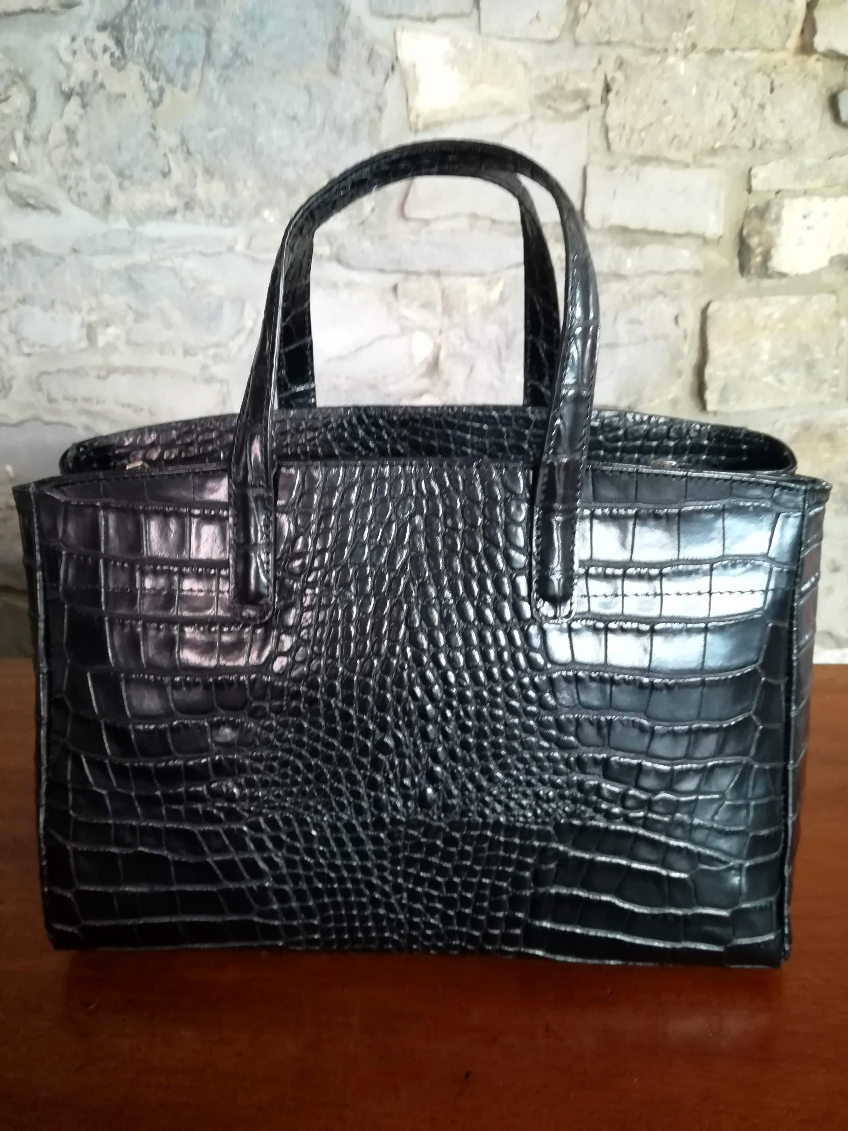 Flora Large Leather hand bag in Black
