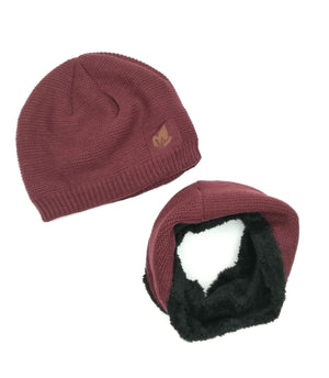 Knitted hat and cowl set in maroon