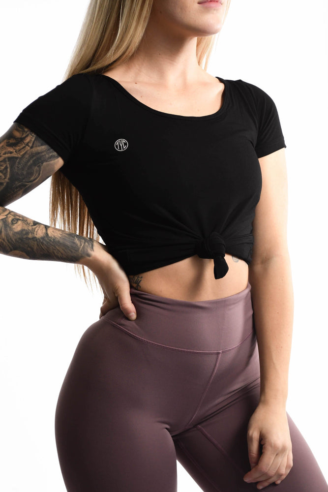 Women's black t-shirt tied at the waist