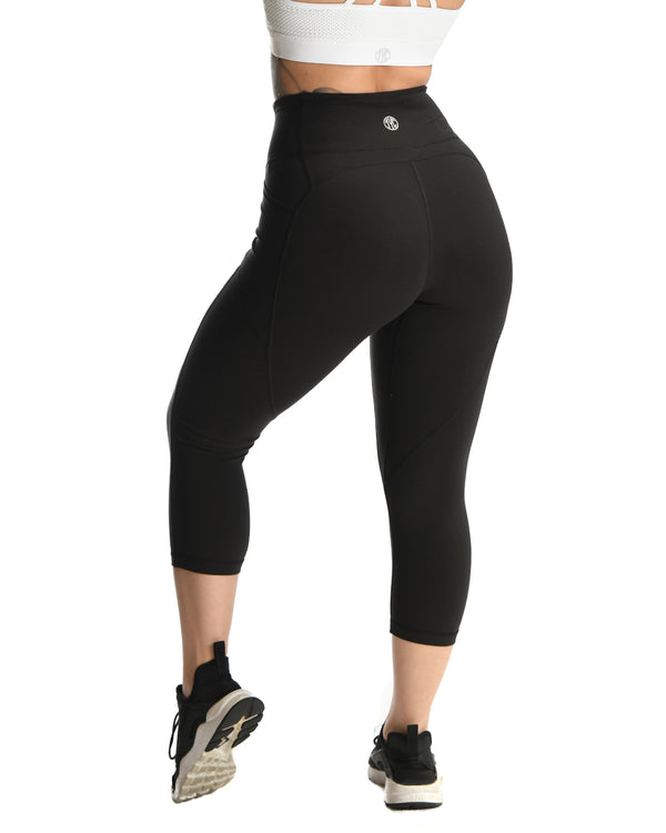 Effortless Heart Booty Capris- Black