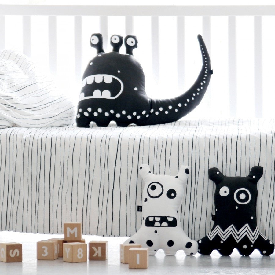 ooh noo - Big-eyed Monster Cushion Black