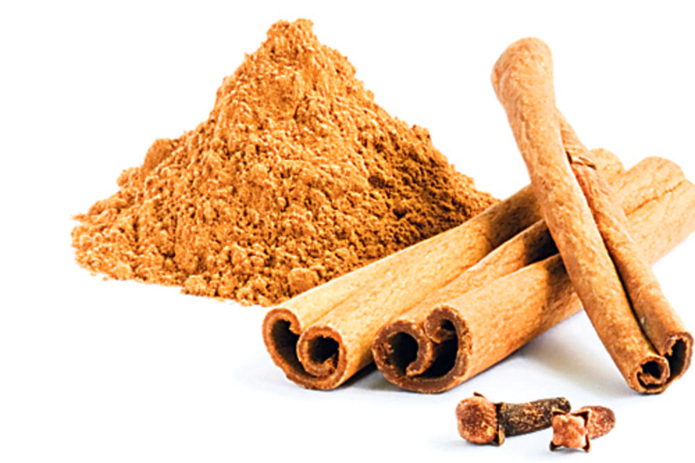 Why is the cinnamon essential oil beneficial for the skin?