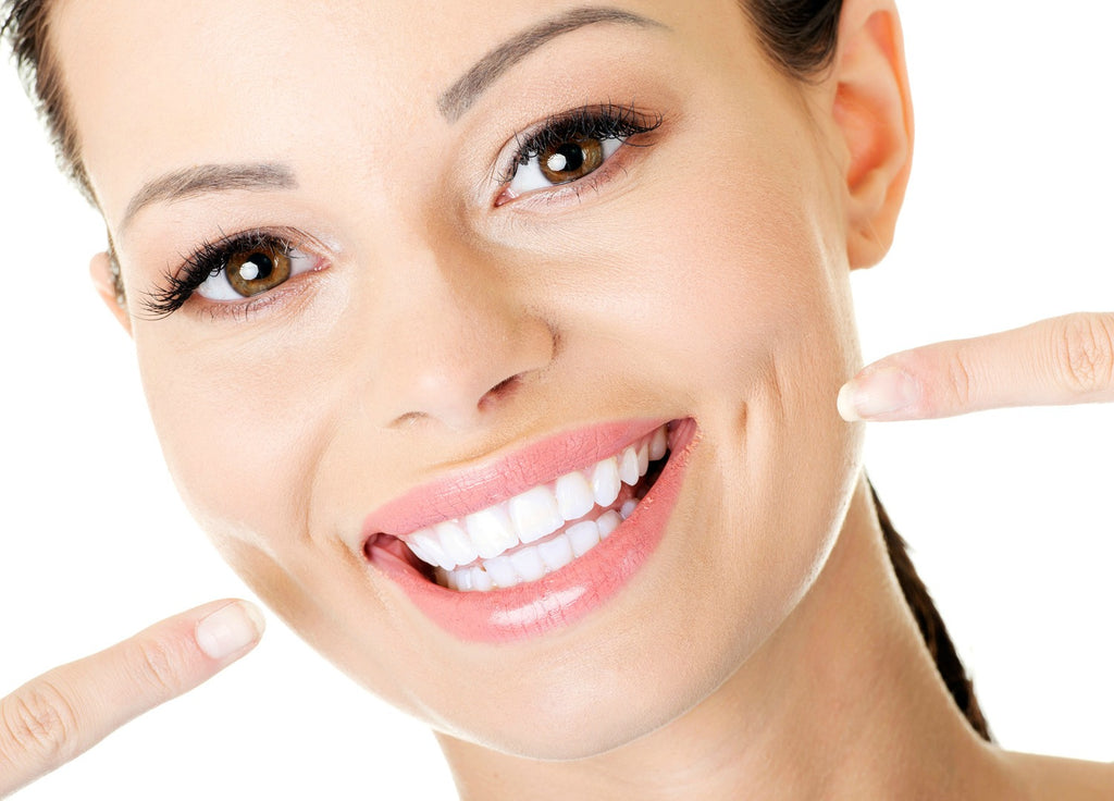 How to have white teeth with the help of a makeup?