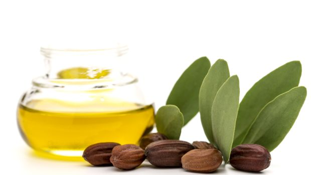 Jojoba oil works like magic on your skin