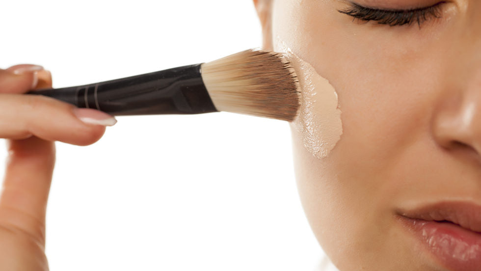 Mineral makeup for calm and soothing skin