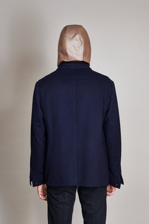 Jacket in 100% extra-fine merino wool with woven leather buttons.