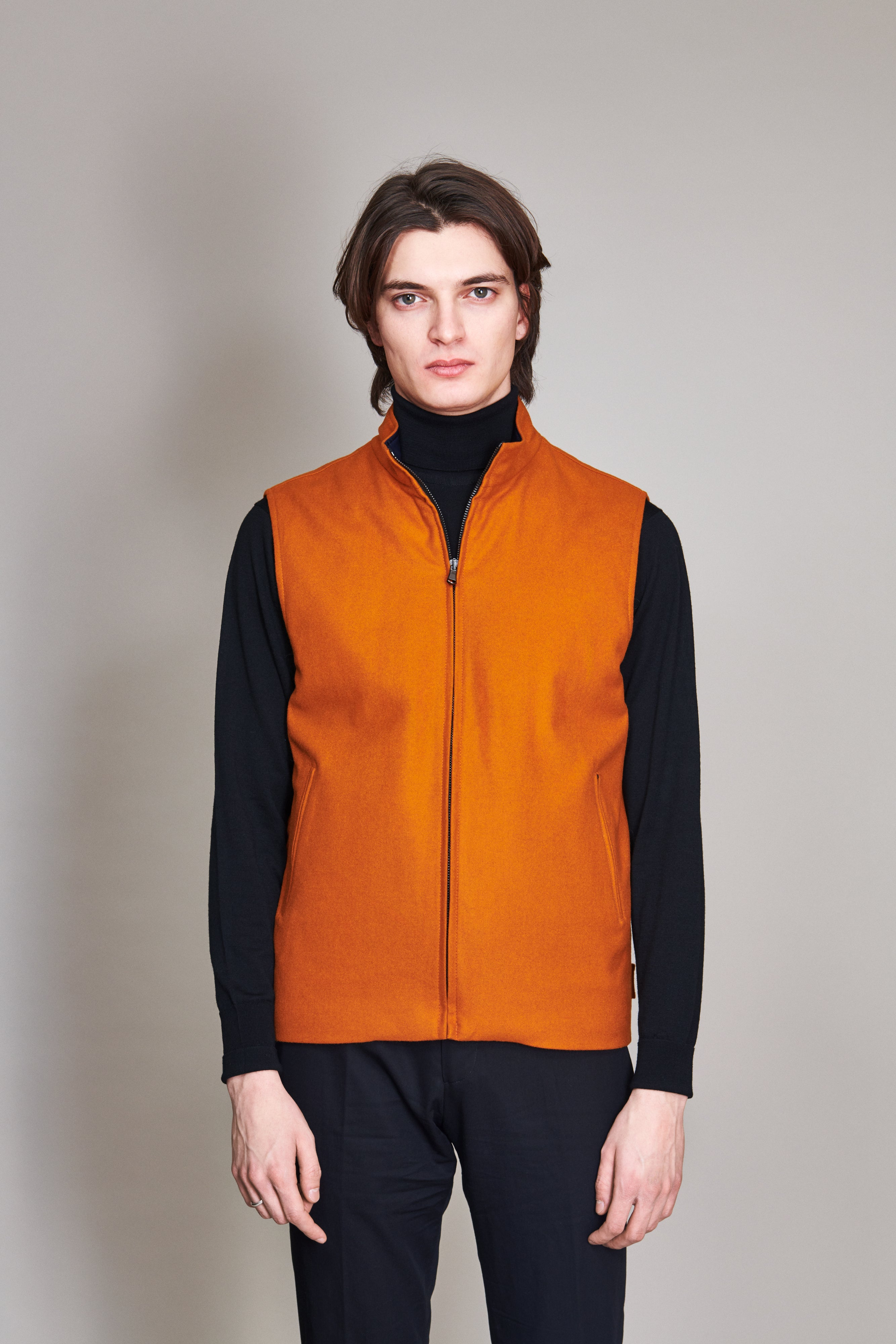 Extra fine Merino wool vest reversible in nylon.