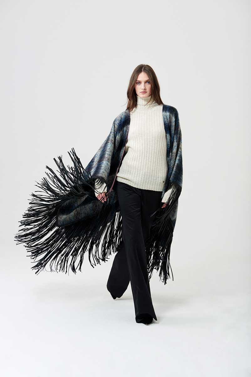 Poncho check fabric with leather fringes on the edges