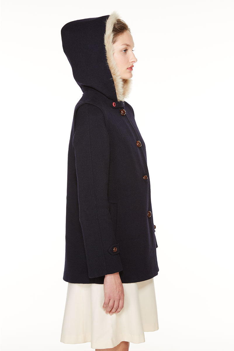 Short duffle coat with fur.