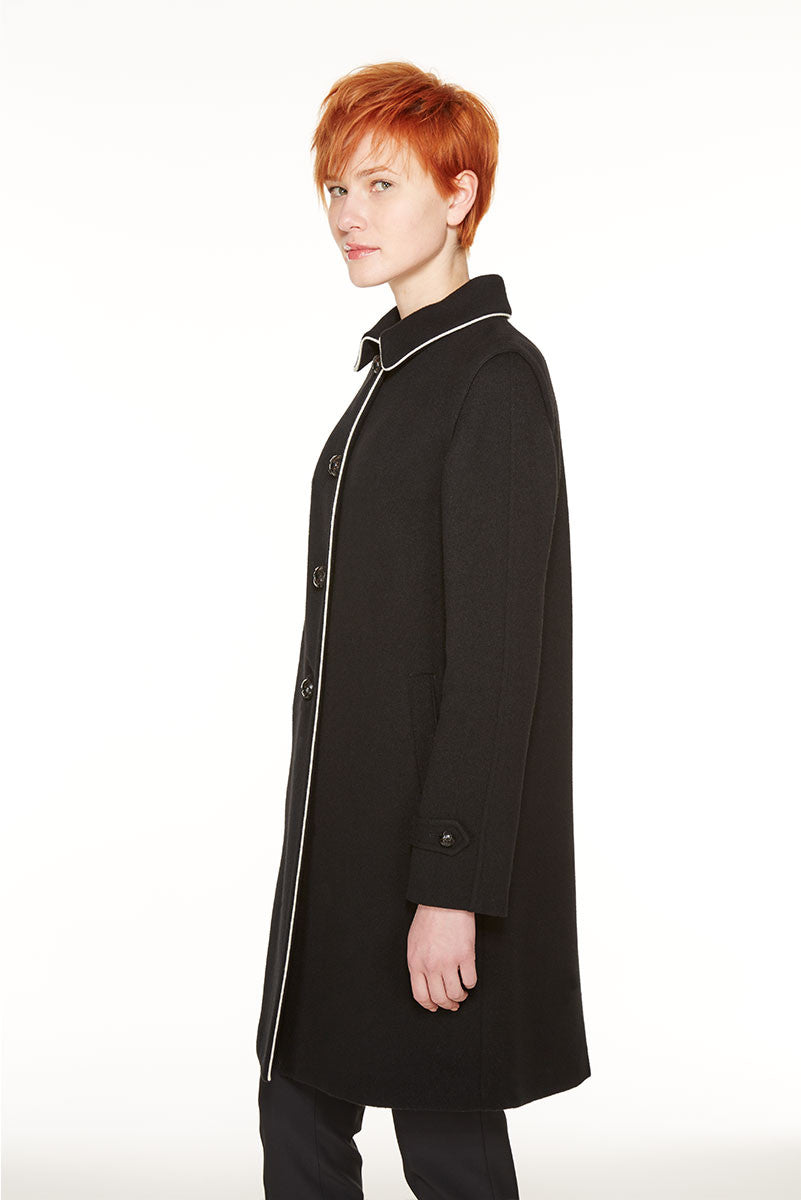Loden coat with wool piping in contrast colour on the edges.