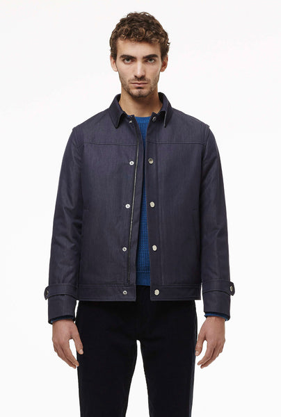 Quilted jacket in water proof cotton fabric.