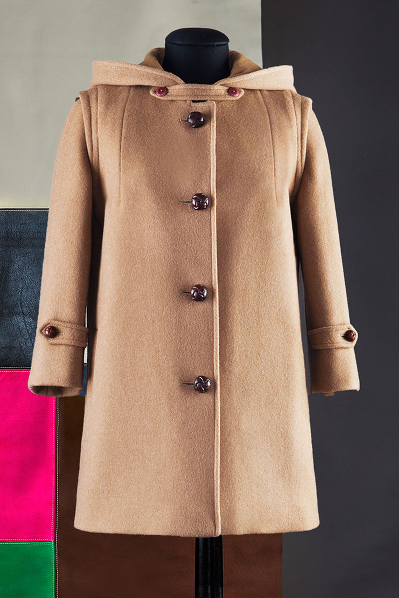 Short duffle coat with hood.