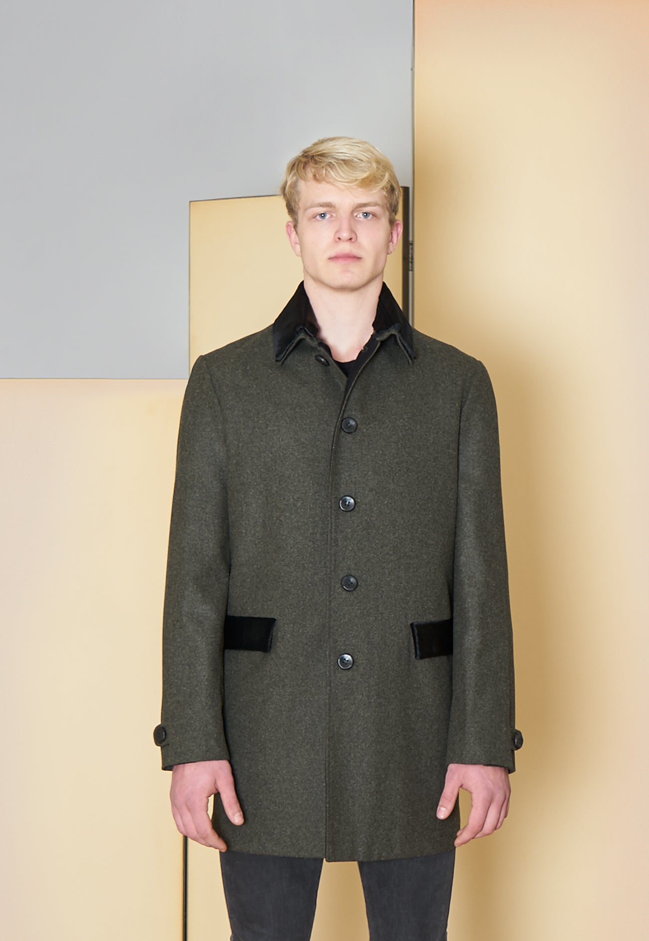 Short Coat in 100% extra-fine merino wool with ponyskin details