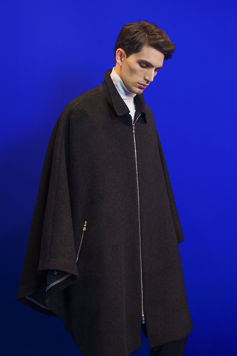 Loden cape with zipper.