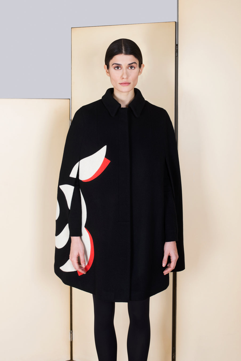 Cape in 100% extra-fine merino wool and with Flower intarsia.