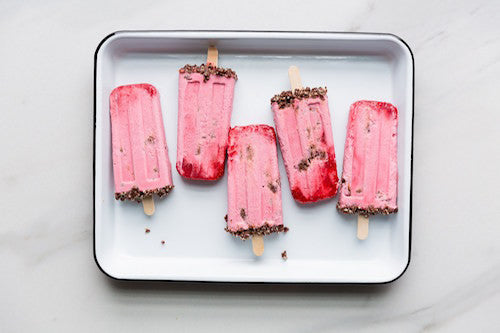 STRAWBERRY CHOCOLATE CHEESECAKE POPS