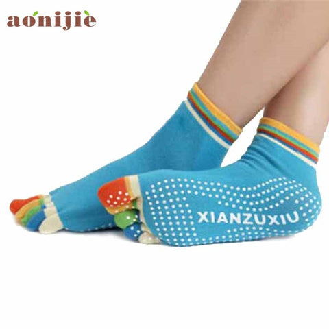 5-Toe Colorful Yoga Socks with Non-slip Soles-theyogasuite