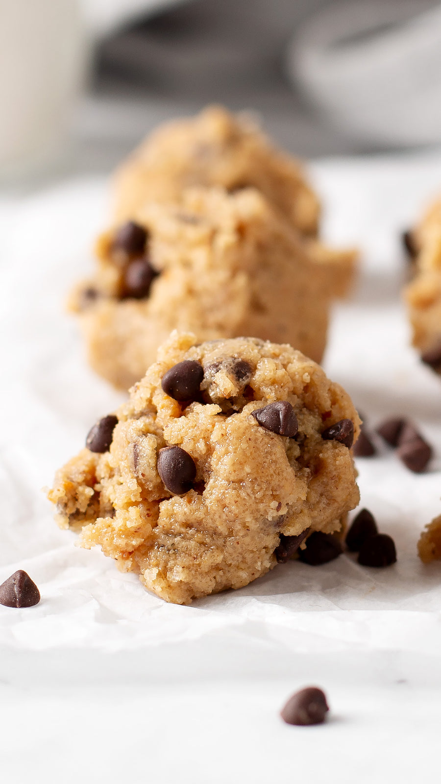 CLASSIC CHOCOLATE CHIP EDIBLE COOKIE DOUGH