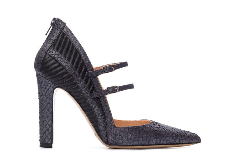 Black coloured sustainable Pumps by ALINASCHUERFELD