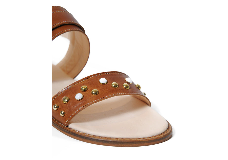 Sustainable, vegetable tanned leather Sandal in Caramel, made in Italy.
