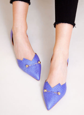 Violet coloured, sustainable LOULOU Loafer with golden piercings by ALINASCHUERFELD