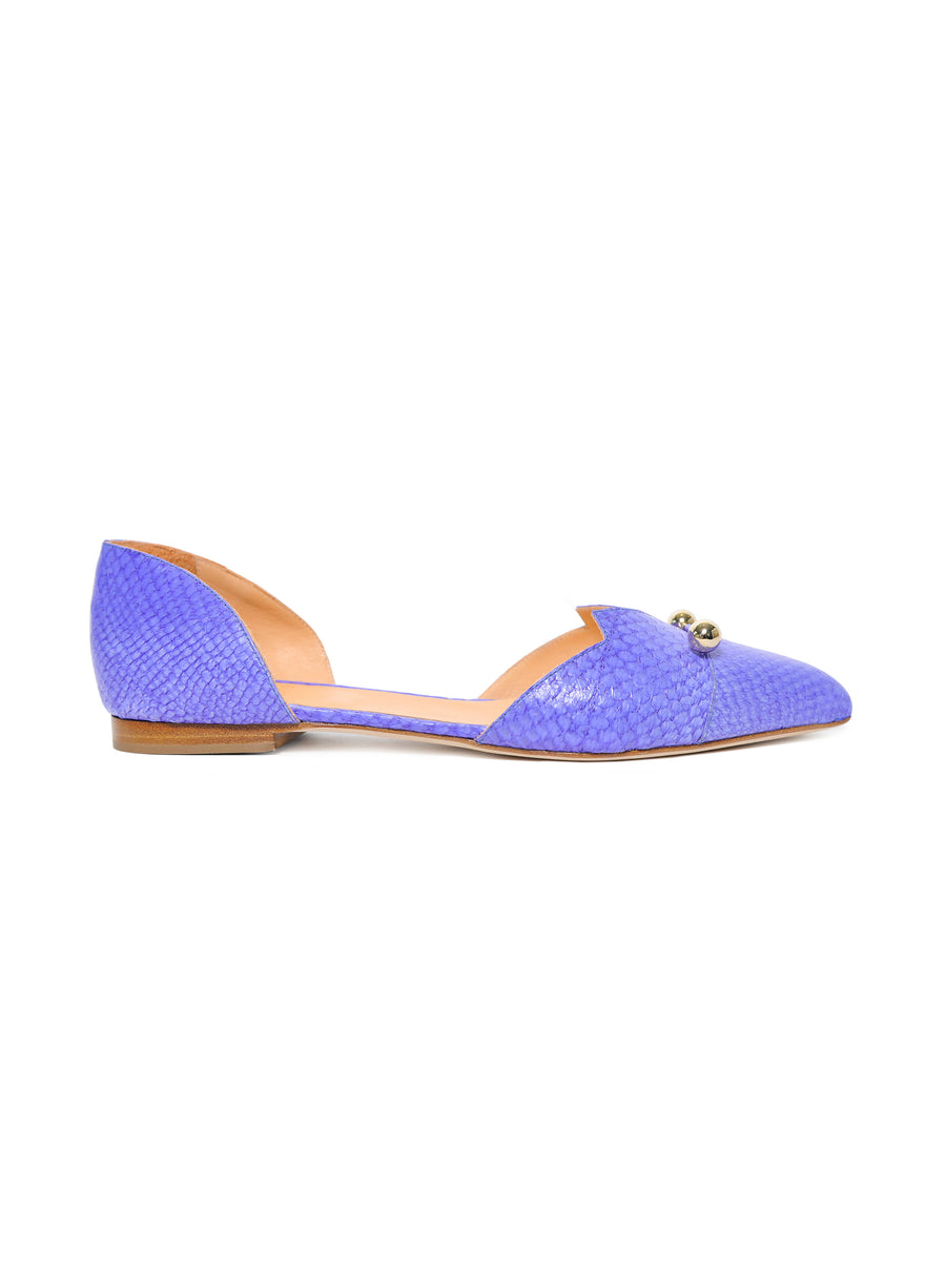 Violet coloured, sustainable LOULOU Loafer with golden piercings