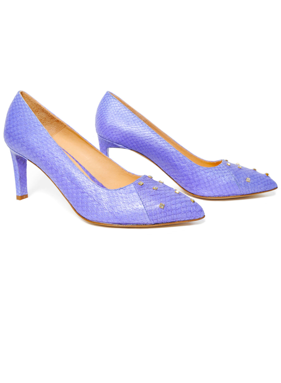Violet Metallic coloured, sustainable Pumps with Swarovski Crystals by ALINASCHUERFELD