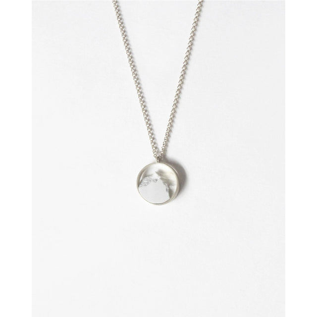 DSNU Sterling Silver Circle Mini Frame Necklace