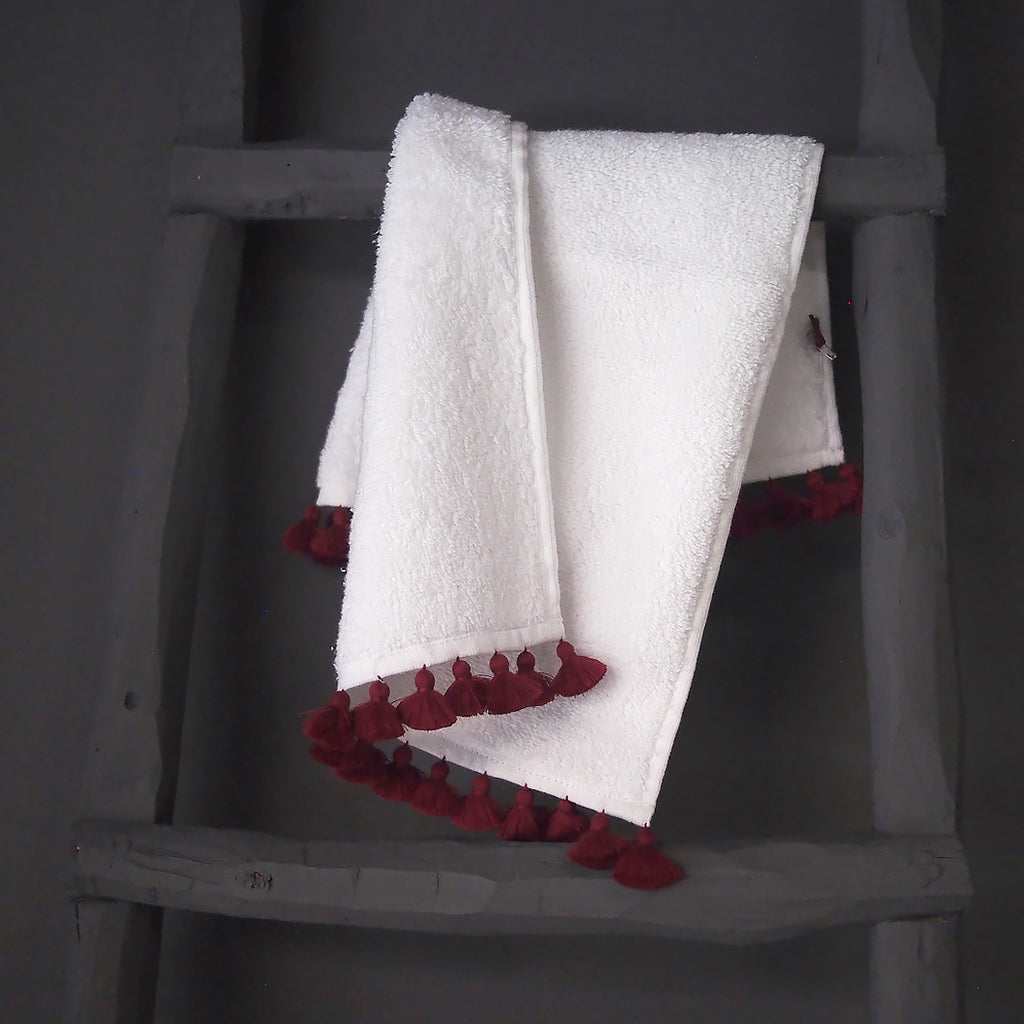 White & Carmin Towels