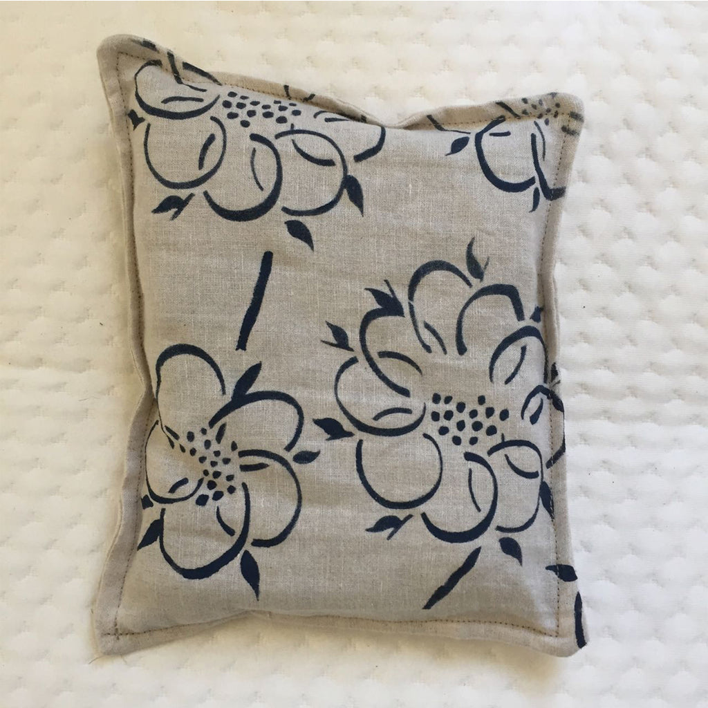 vintage cotton-linen fabric lavender pouches are designed by Meilin