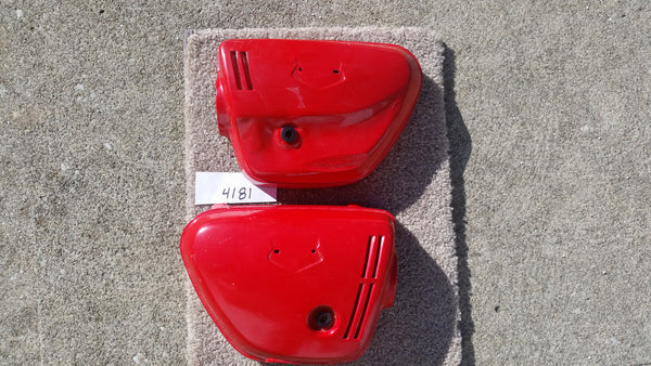 Honda CL350K4K5  Sidecover Pair red 4181