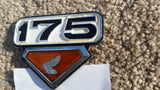 Honda CL175K7  sidecover Badge 5489