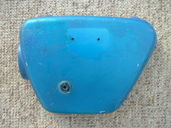 Honda CB350K0-K2 left Candy Blue Sidecover no badge