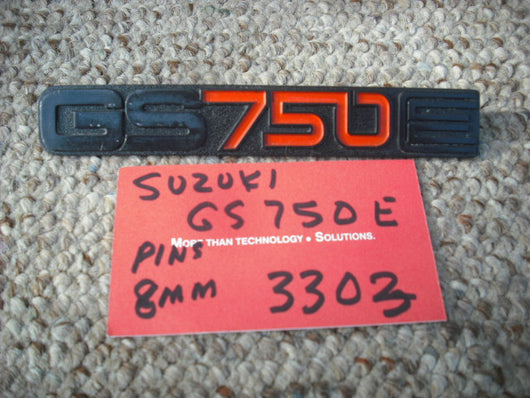 Suzuki GS750 Sidecover Badge 3303