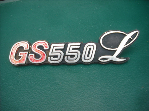 Suzuki GS550L Badge Red Letter 3993
