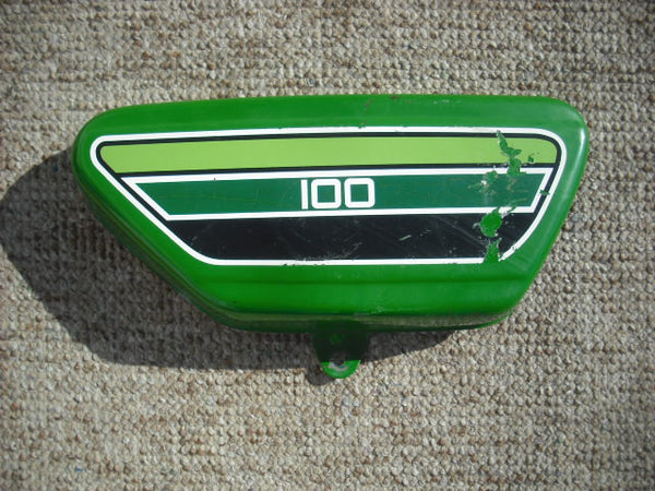 Yamaha 1976 RS100C right green Sidecover 4050