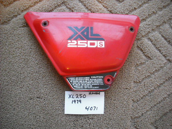 Honda XL250 1978 1979  17220-428-0000 left  Sidecover red 4071