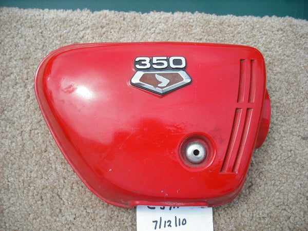 Honda CB350K3  Sidecover red right with badge sku 1652