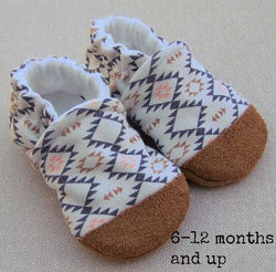 Snow And Arrow Organic Cotton Slippers ~ 12-18 Months