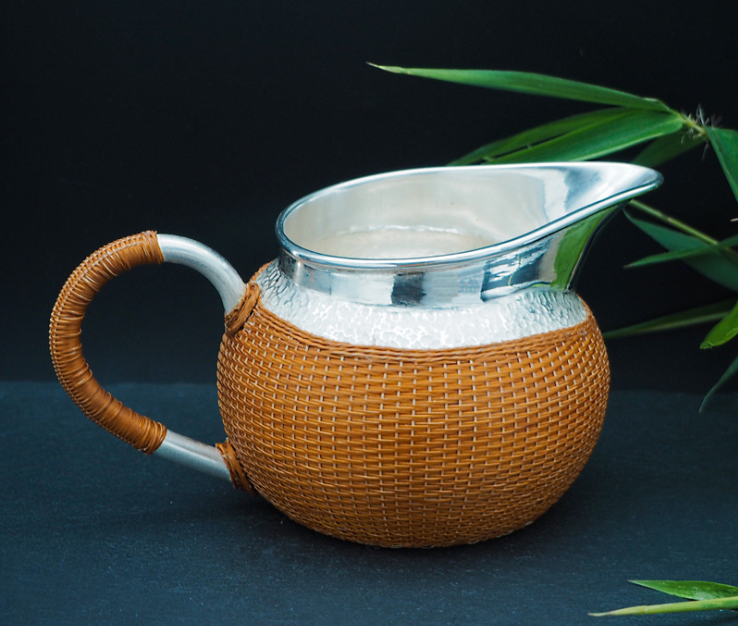 Snow flake silver milk tea pot with weaved bamboo shell