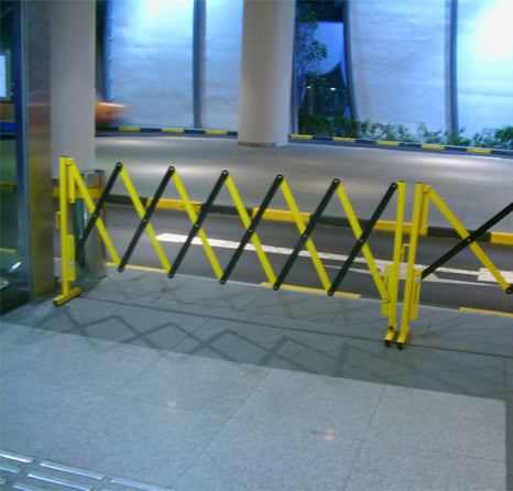 Metal expandable barrier road barrier fold down blocker traffic control sign folding road barrier safe parking barrier