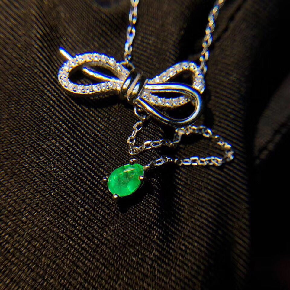 Francis L branded emerald stone gold plate silver bow tie necklace