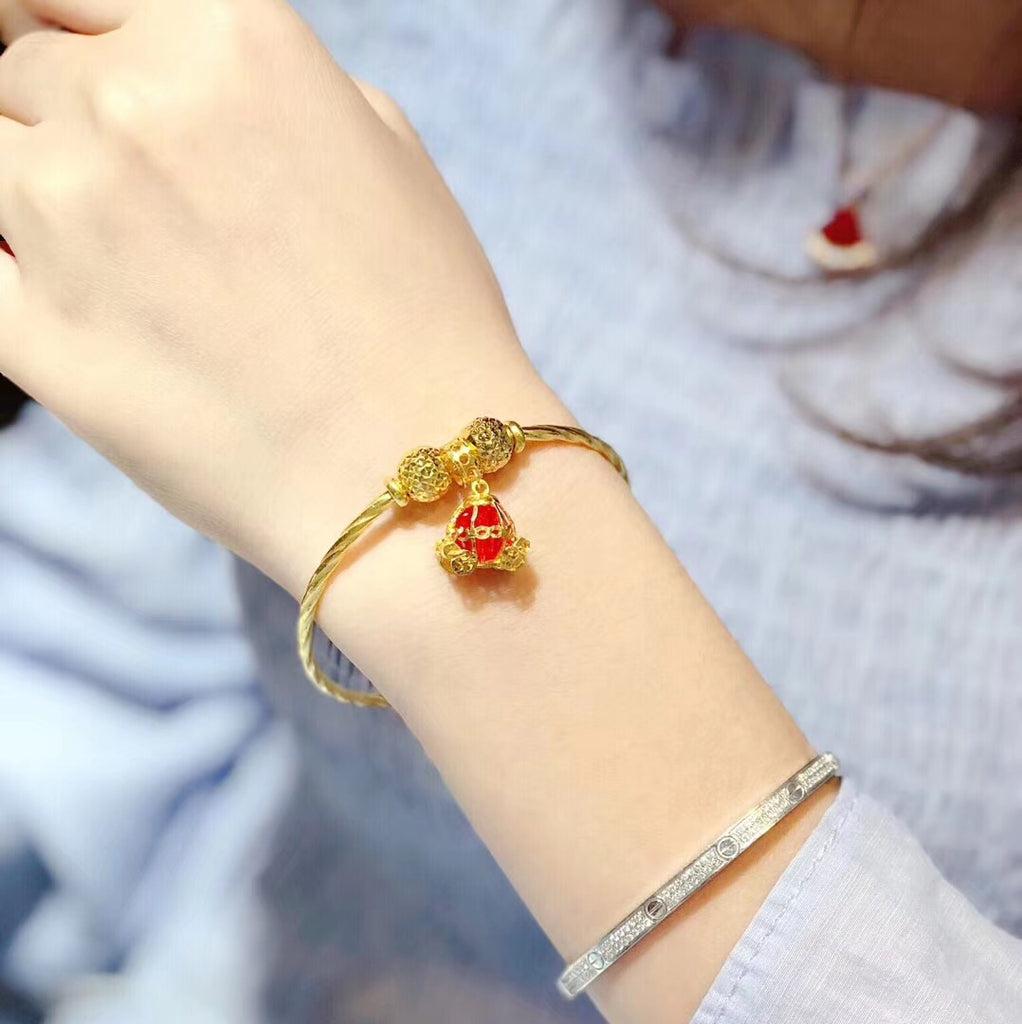 Deluxe theme gold charm bracelet with flower charm and Swarovski red crystal gold carriage